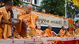Pujya Ishwarcharan Swami showers rice grains on shilas
