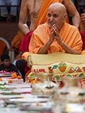 HH Pramukh Swami Maharaj arrives for Shila Pujan ceremony