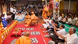 Pujya Doctor Swami, sadhus and devotees from Nagpur perform mahapuja arti