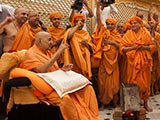Swamishri and sadhus remembering the divine work of Shastriji Maharaj