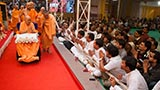 Swamishri blesses devotees from Surat