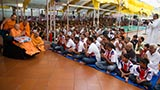 Youths from UK doing darshan of Swamishri