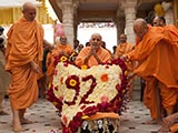 Senior sadhus honor Swamishri with a shawl of flowers