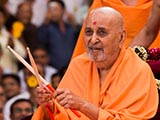 Swamishri plays with drum sticks