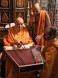 Swamishri sanctifies a santoor