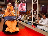 Devotees from Bhavada and Chari doing darshan of Swamishri