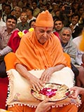 Swamishri sanctifies yantras to be placed beneath the murtis
