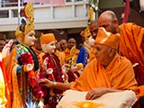 Swamishri performs pujan of murtis for Ghayaj Mandir