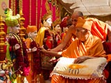 Swamishri performs pujan of murtis for Nanikhadi Mandir