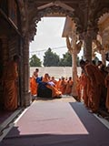 HH Pramukh Swami Maharaj arrives for Thakorji's darshan at 12:48 pm