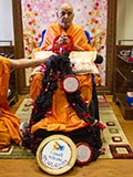Swamishri sanctifies  a garland made of malas