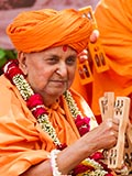 Swamishri plays kartal