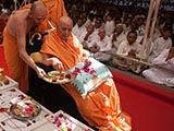Swamishri sanctifies yantras to be placed beneath the shilas for Dhule Mandir