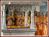Swamishri engaged in darshan at Yogi Smruti Mandir