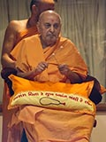 Swamishri plays with drumsticks