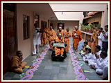 Swamishri greets all