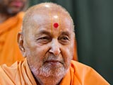 HH Pramukh Swami Maharaj arrives for Thakorji's darshan at 12:02 pm