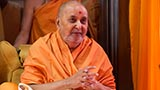 HH Pramukh Swami Maharaj arrives for Thakorji's darshan at 9:49 am