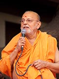 Pujya Ishwarcharan Swami speaks during the assembly