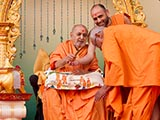 Swamishri sprays colored water on Pujya Doctor Swami