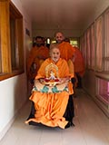 HH Pramukh Swami Maharaj arrives in the balcony at 11:31 am