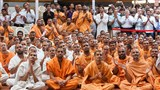 Sadhus and devotees engrossed in Swamishri's Darshan