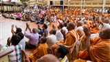 Sadhus and devotees bid Jai Swaminarayan to Swamishri