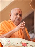 HH Pramukh Swami Maharaj arrives in balcony at 12:49 pm
