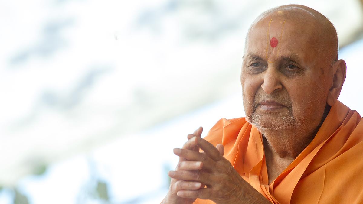 Hd wallpaper radha krishna - 5 May 2013 Hh Pramukh Swami Maharaj S Vicharan