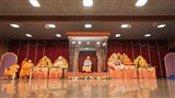 Swamishri arrives in Sunday satsang assembly