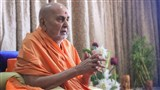 Swamishri greets all with 'Jai Swaminarayan' after his puja