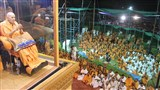 Swamishri greets devotees with 'Jai Swaminarayan' in evening