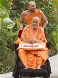 HH Pramukh Swami Maharaj on the way for Thakorji's darshan