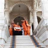Swamishri observes mandir grounds from the pradakshina