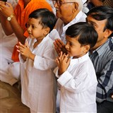 Kids doing darshan of Swamishri