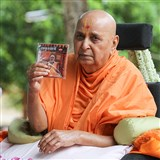Swamishri inaugurates a new audio publication, 'Amrutvani - Part 16'