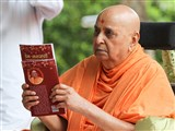 Swamishri inaugurates a new print publication, 'Prem Sarvani'