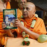 Swamishri inaugurates a new print publication, 'Satsang Vihar - Part 2'