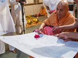Swamishri sanctifies plans for the Mandir at Long Island, NY, USA
