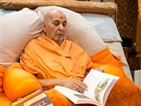 Swamishri sanctifies the book, 'Truth - from Under a Tree' based on the Vachanamrut