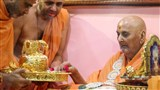 Swamishri sanctifies a kalash