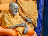 HH Pramukh Swami Maharaj blesses devotees from the balcony