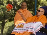 Swamishri sanctifies a flower ball