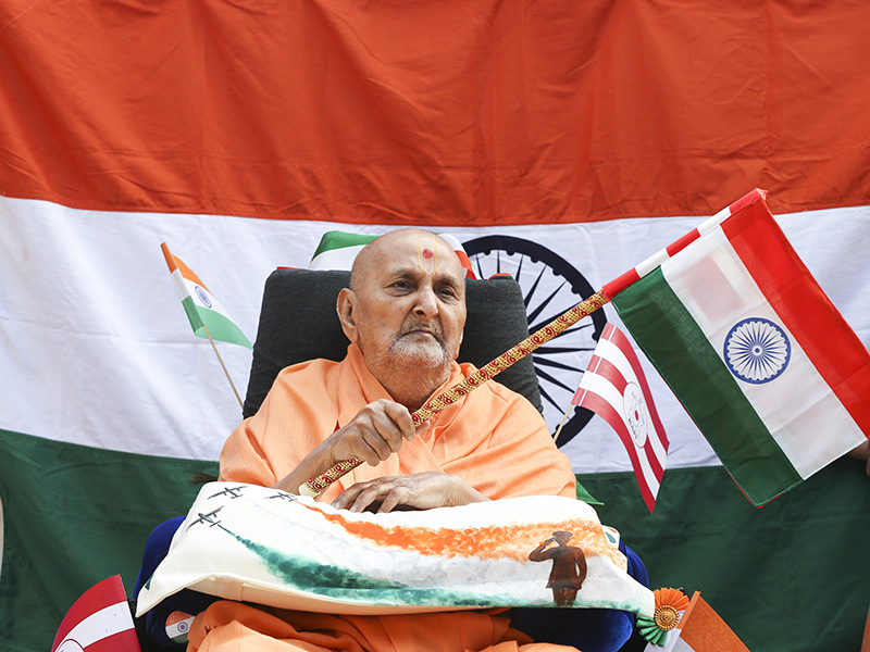 HH Pramukh Swami Maharaj waves the Indian national flag on the country's Republic Day