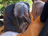 Swamishri blesses Dr. Kalam with a mala