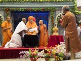 Swamishri gives diksha mantra to newly initiated parshads and blesses the parshads and their families