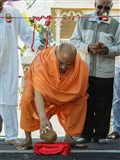 Pujya Ishwarcharan Swami performs inauguration rituals for the children's play area, Auckland