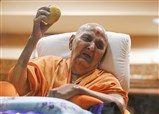 Swamishri sanctifies a mango