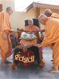 Swamishri is honored with garlands in the mandir grounds