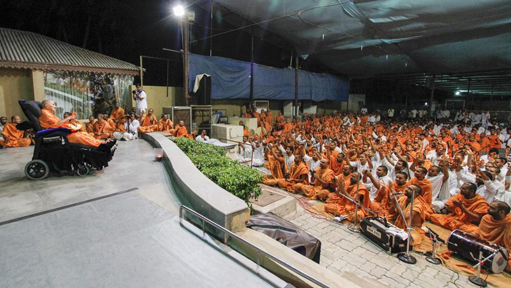 Swamishri and sadhus play kartal